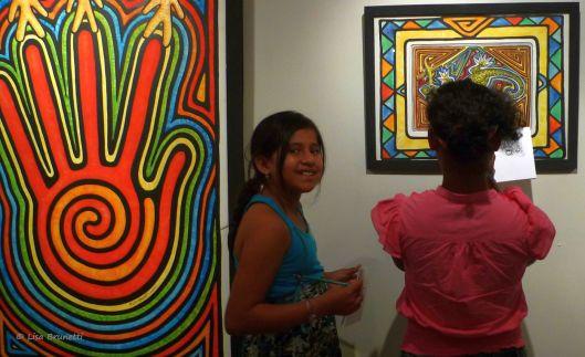 P1540930 MUSEO PORTOVIEJO GIRLS' GROUP