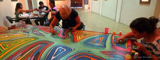 Museo Cancebi/Manta - Barb and Gabby add finishing touches to the I CAN DO THIS painting.