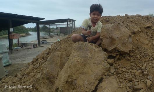 Hammering Rocks! (Piedras)