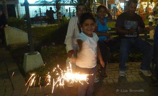 P1620534 jama park christmas eve fireworks sparker