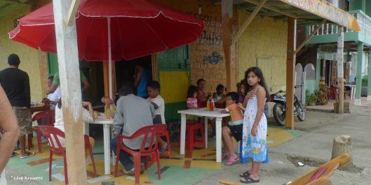 P1590439 encebollado dining