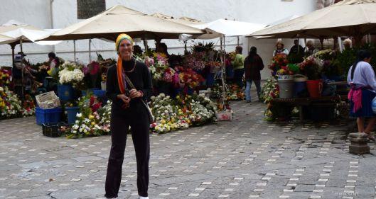 P1110621 cuenca flower market