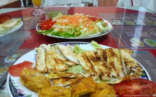Grilled fPescado, Patacones and salad - Restaurant Exclusivo/Jama Ecuador