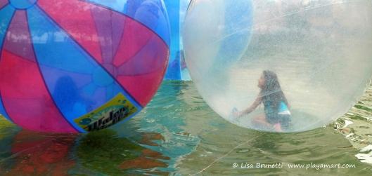 P1690281 WATER BALLS gye malecon
