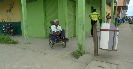 P1700138  old man corner white jama