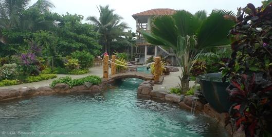 P1700623 coco beach hotel pool y garden
