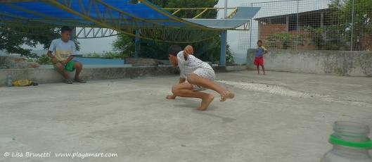 P1730202 boys playing marbles bahia cruz