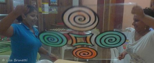 P1740747 tabletop swirl