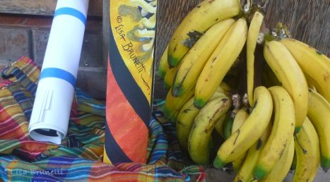 P1900883 PAINTING U BANANAS