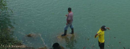 P1920576 pescadores rio jam