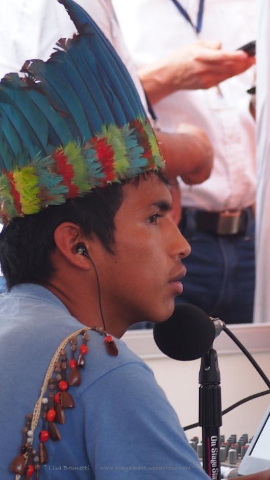 P8090179 correa jama indigenoujs feathers