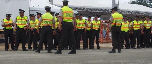 P8090572 correa jama police security