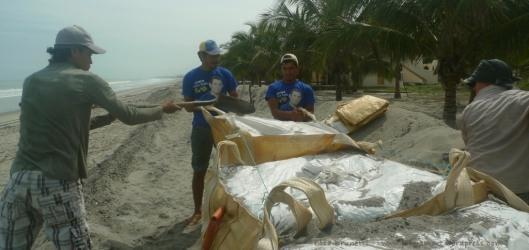 P1960527 filling sand bags el matal thursday morning