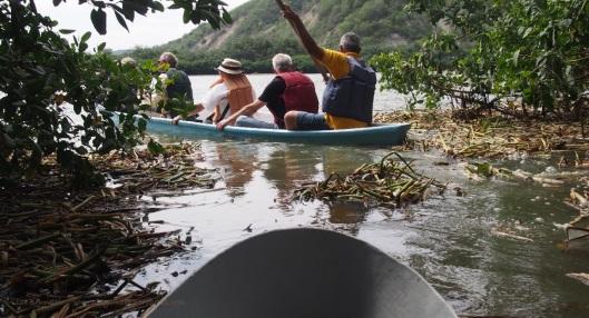 P2110634 don francisco canoes tunnel isla corazon
