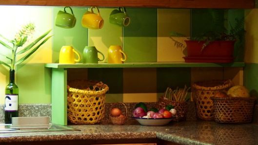 To the right of the sink, we placed baskets with oranges, lemons, etc and hung a few of the cups from the cabinets.