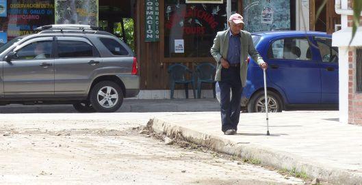 p1030491-mindo-corner-old-man-w-cane
