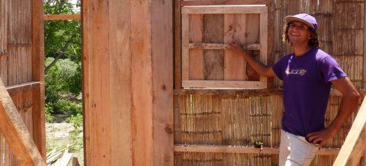 p1140324-kit-bamboo-house-jama-catholic-church-carlos-small-file