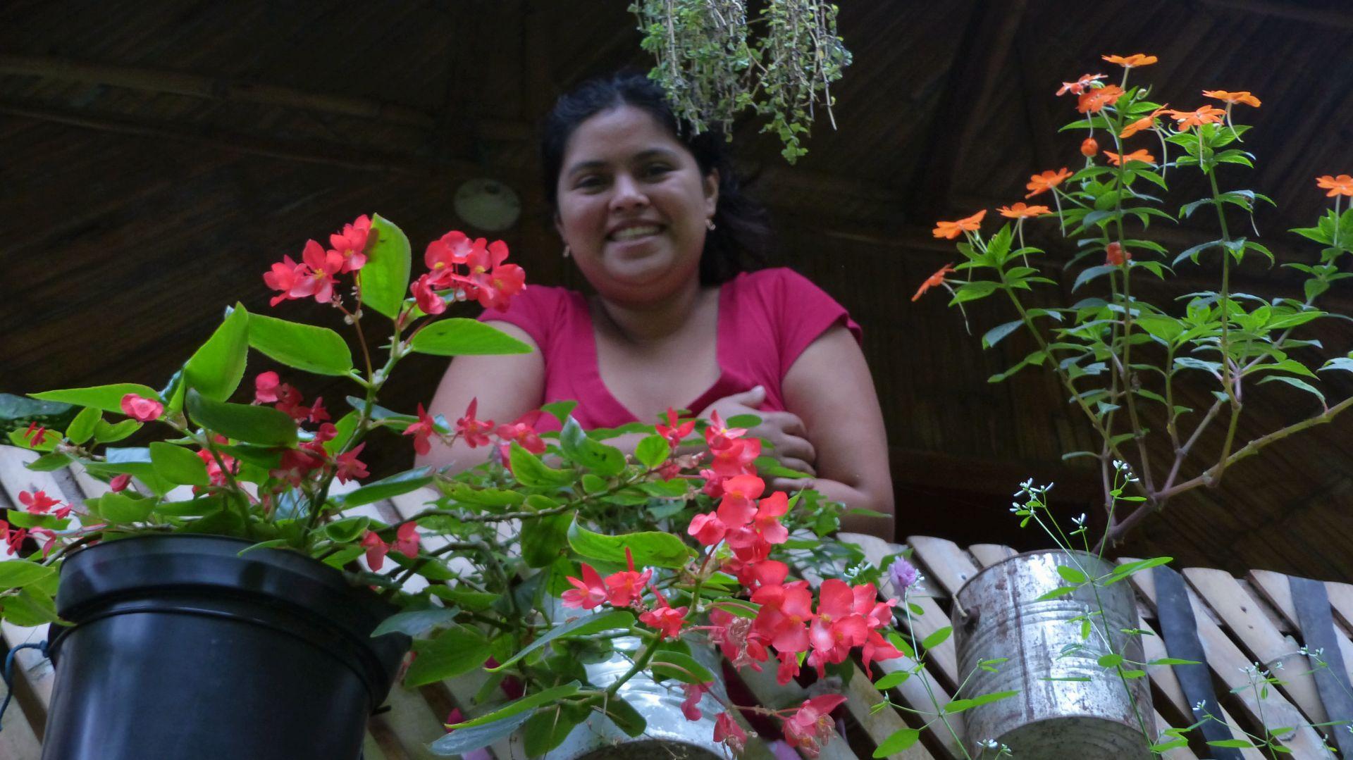 P1370056 caretakers house flowers