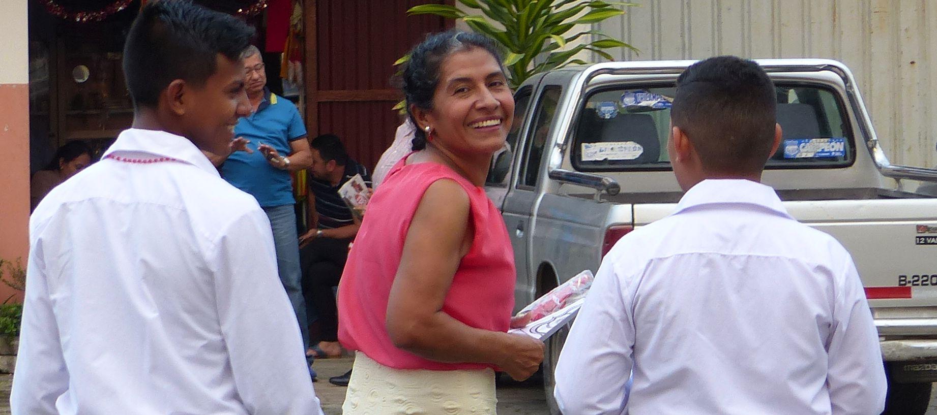 P1630537 mother y son smiles