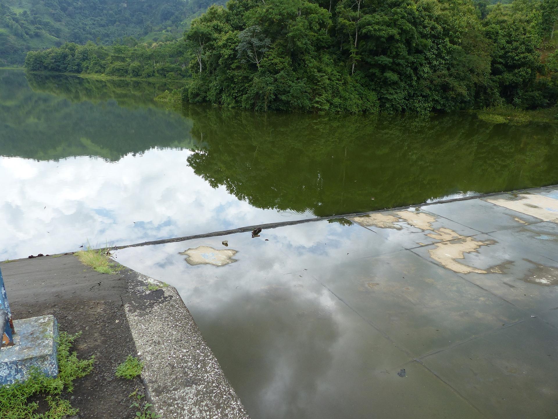 P2470152 feb 19 noon reservoir dam re presa almost full