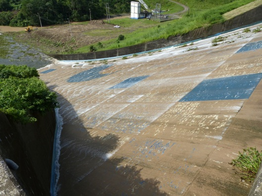 P2470409 water going over dam