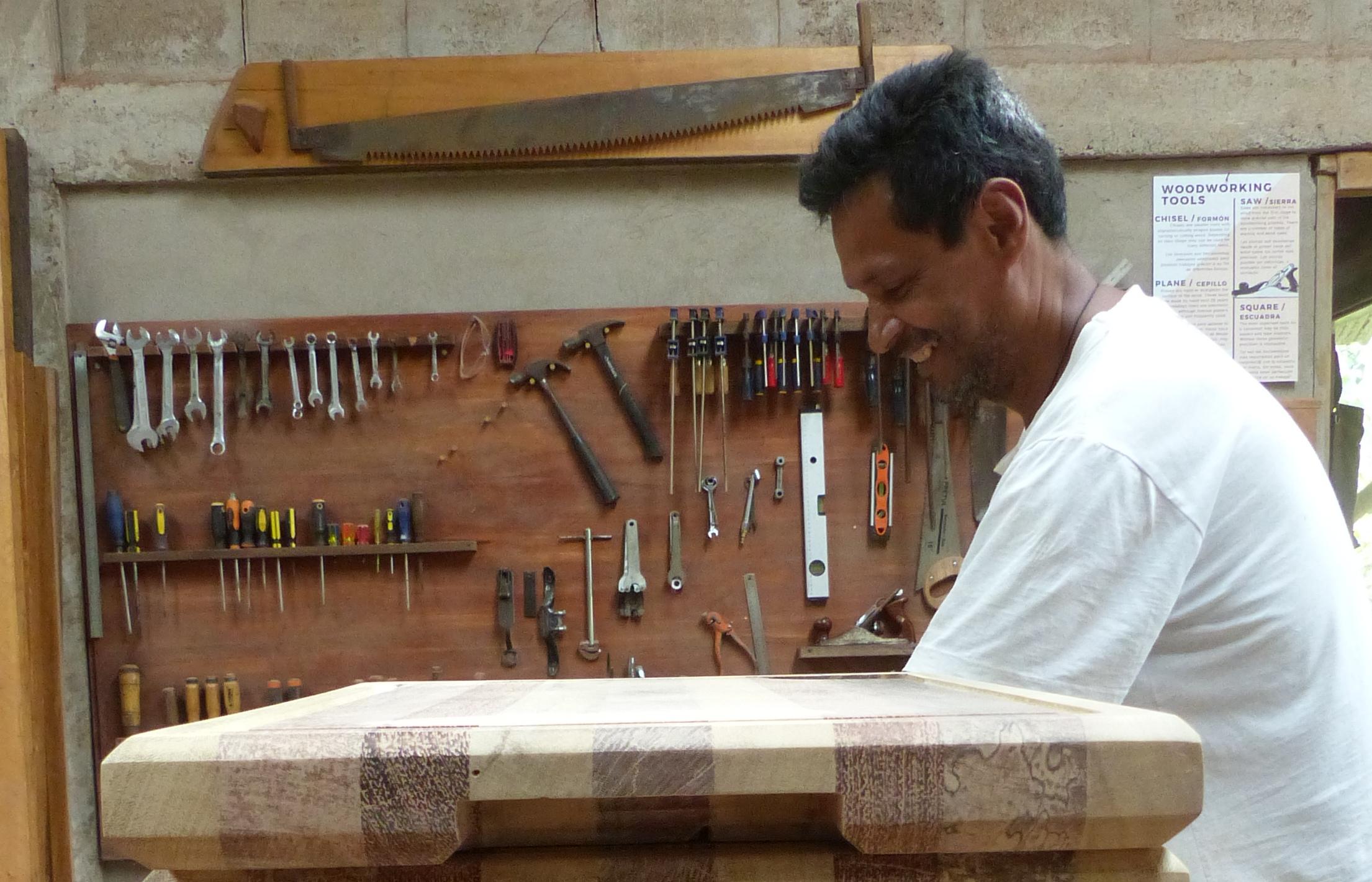 P2560195 diego patino mindo carpentry smiles