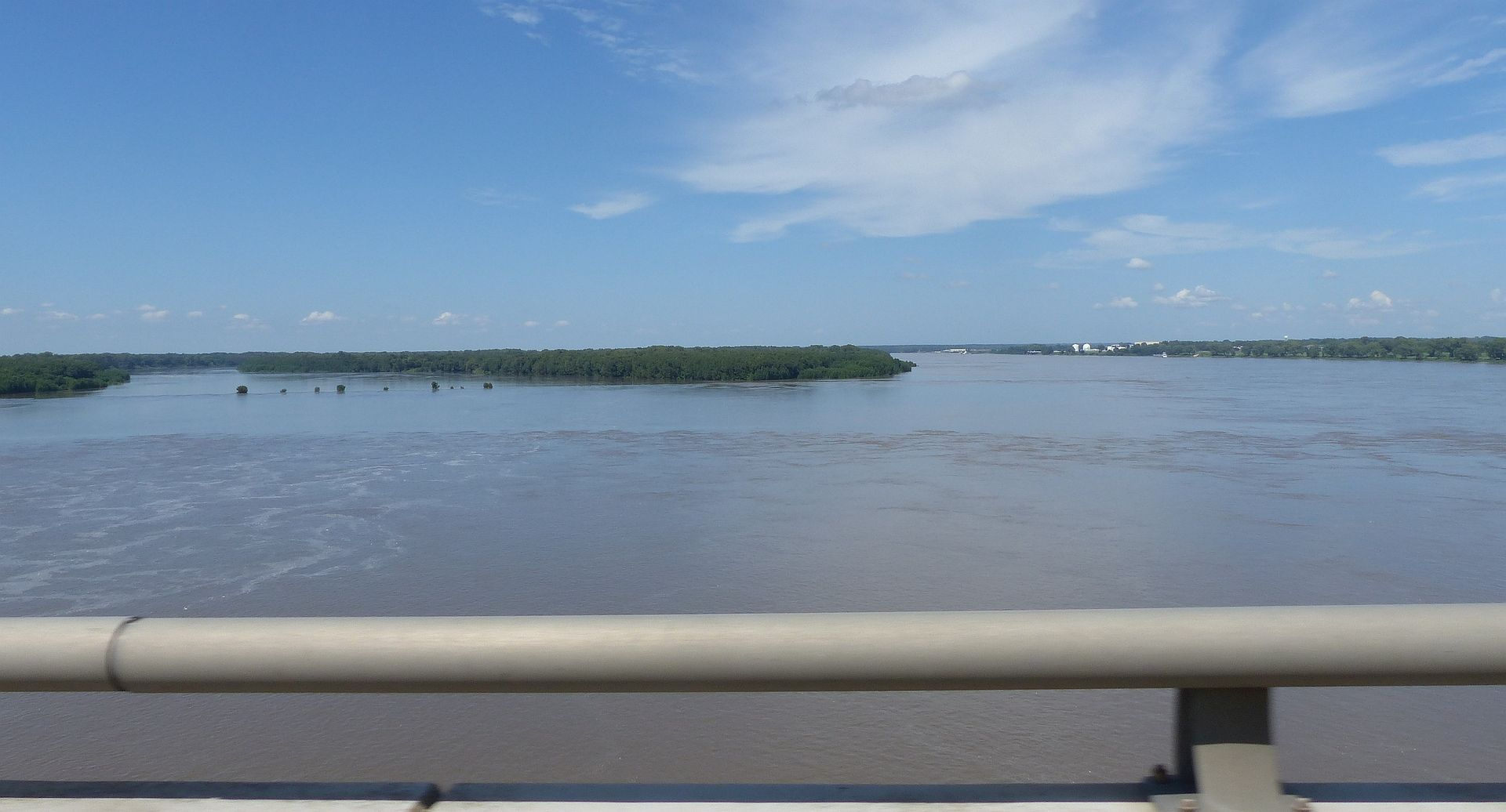 P2160609 mississippi river high at memphis september 2018