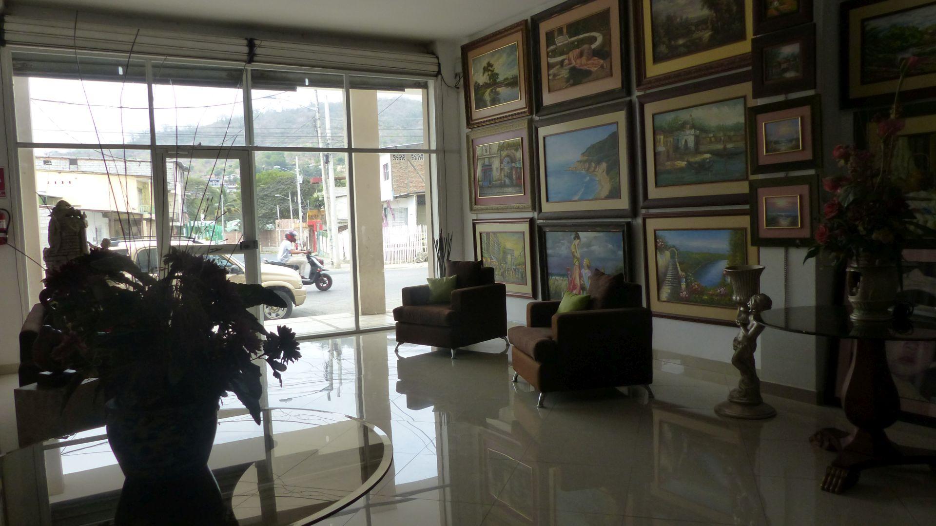 P2830172 la galeria portoviejo surprise