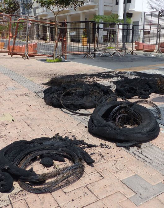 P2830261 1 20 oct 9 burned tires portoviejo