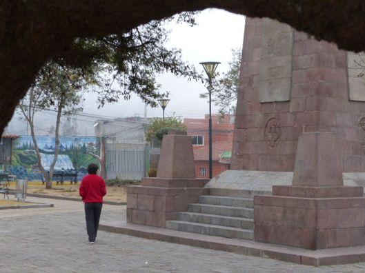 P2810653 helene calacali monument
