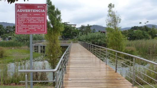 P2850642 portoviejo las vegas park la segua malecon puente