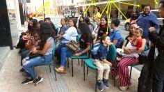 P2880269 happy smiling people portoviejo museo street music