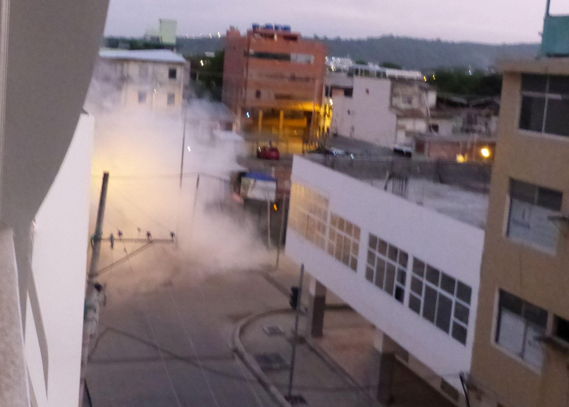 P2970614 portoviejo 5 pm spraying