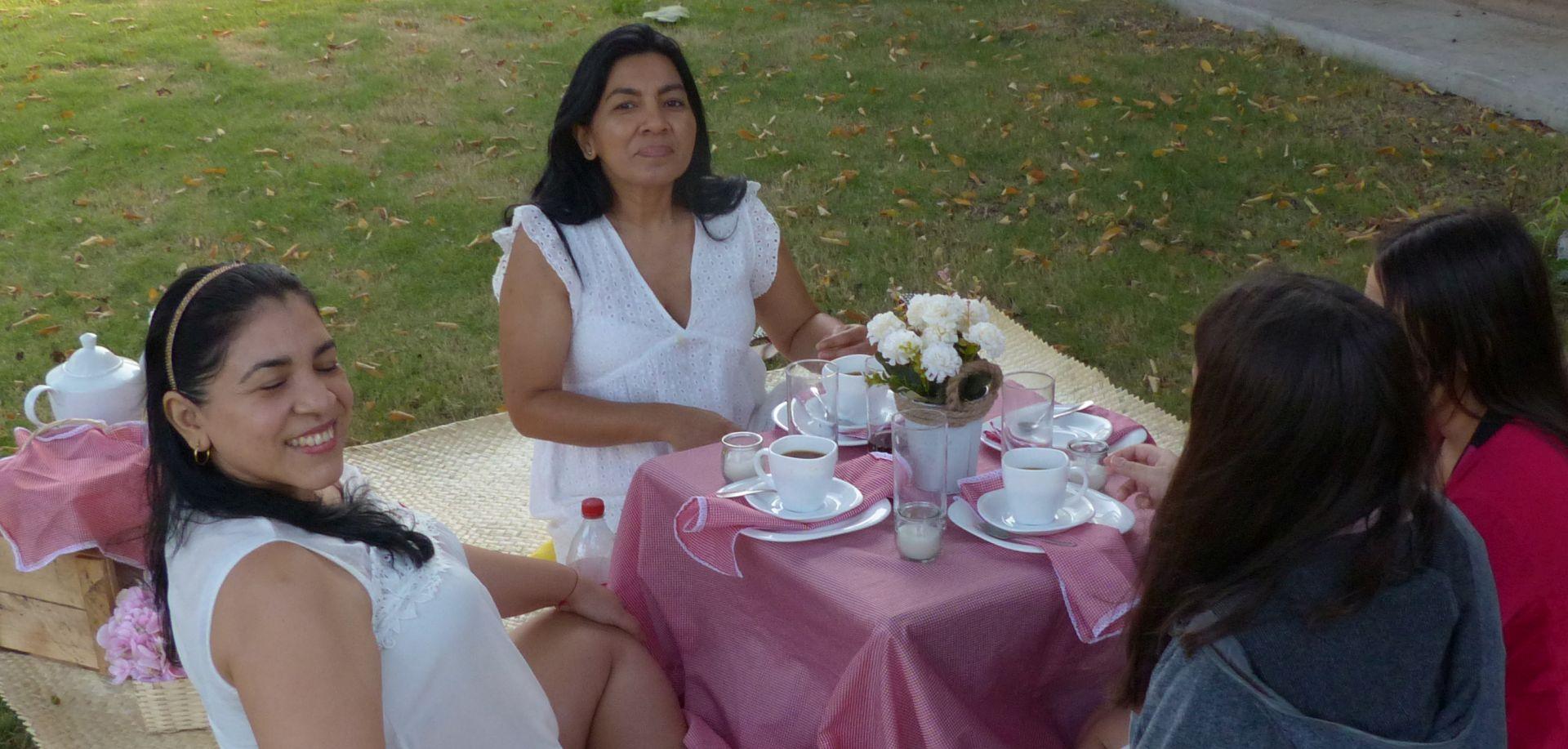 P3080593 TEA PARTY FOR FOUR